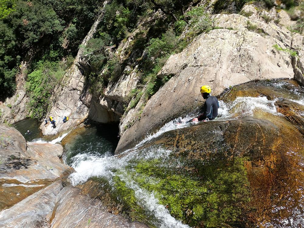 Toboggan dans un canyon naturel, à 30minutes du littoral