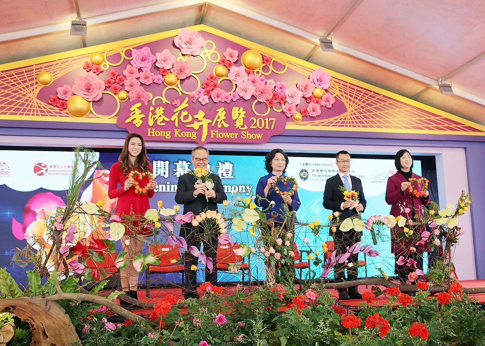 Officiating at the opening ceremony were the wife of the Chief Executive, Mrs Regina Leung; the Secretary for Home Affairs, Mr Lau Kong-wah; the Director of Leisure and Cultural Services, Ms Michelle Li; the Hong Kong Jockey Club's Executive Director (Charities and Community), Mr Cheung Leong; and the first runner-up and Miss Photogenic of Miss Hong Kong 2016, Miss Tiffany Lau.