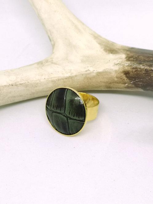 Ring ingelegd met donker groene crocoprint. M06