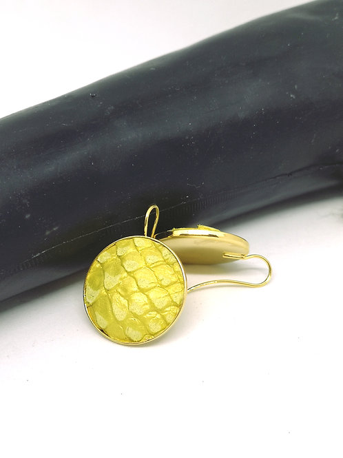 Oorbellen ingelegd met geel rundsleder met slangenprint. M43