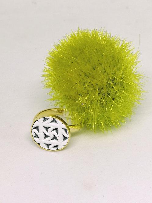 Ring met wit uitgesneden rundsleder M148