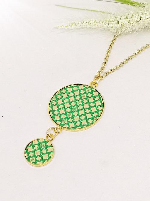 Halsketting met dubbele berloque in beige/groen rundsleder M21