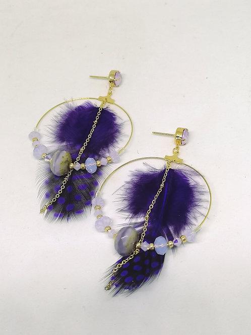 """Oorbellen """"lila swarovski met pluim van parelhoen"""" M653"""