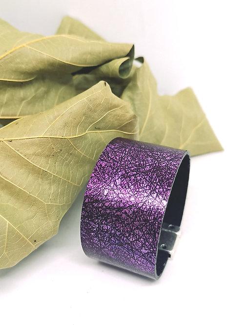 Armband in paars/zwart craquelé rundsleder N48