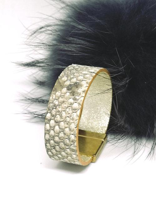 Armband in rundsleder, met slangenprint. O2