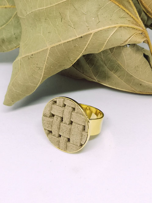 Ring in beige geweven rundsleder M63