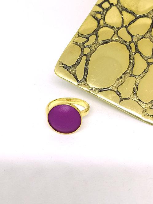Ring ingelegd met fluo paars rundsleder. M59.