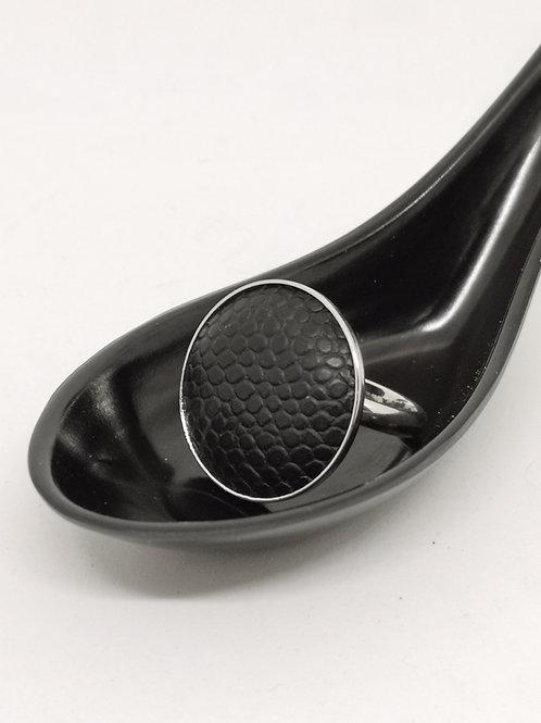 Ring in rundsleder met slangenprint. N26