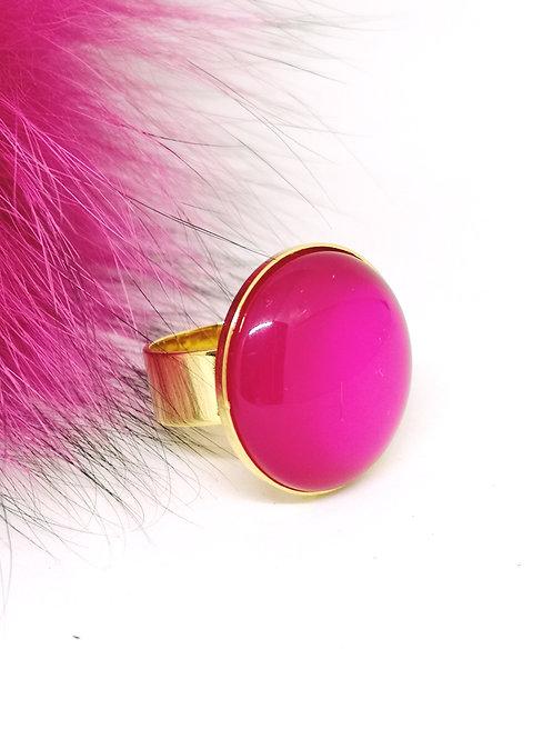 Ring ingelegd met fuchsia hars . M406