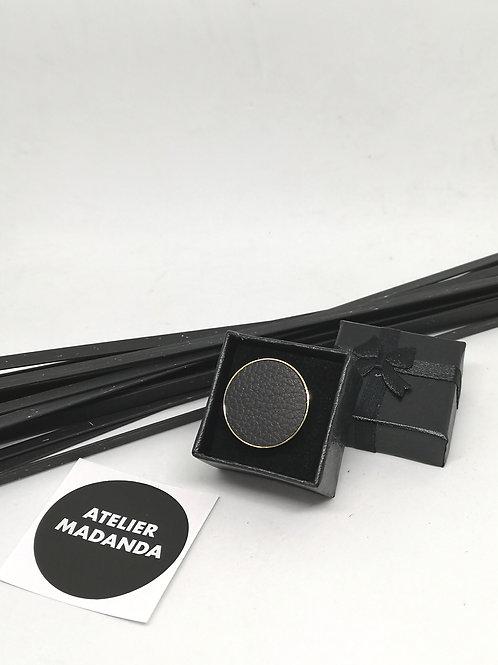 Ring uit onze simply collection in zwart rundsleder M197