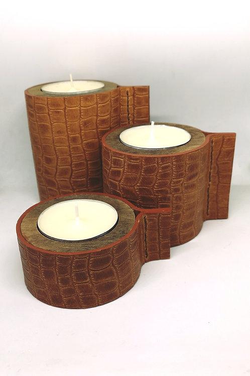 Trio kaarsen houder in hout bekleed met tuigleder met kleine croco print D3