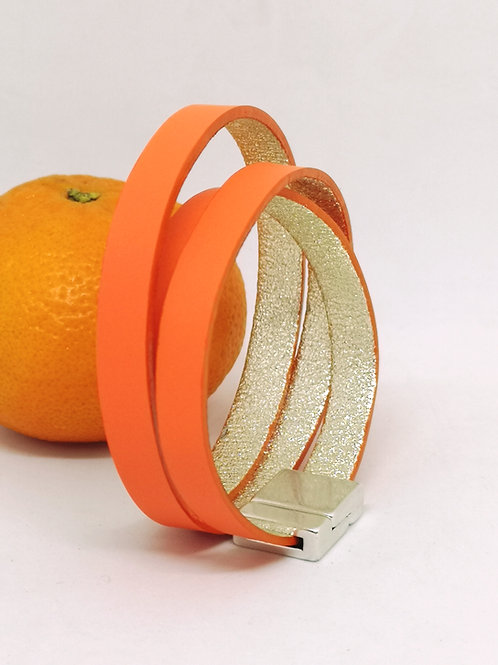 Armband trippel in fluo orange rundsleder P101