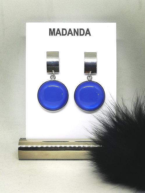 Oorbellen in elektrisch blauw hars. N143.