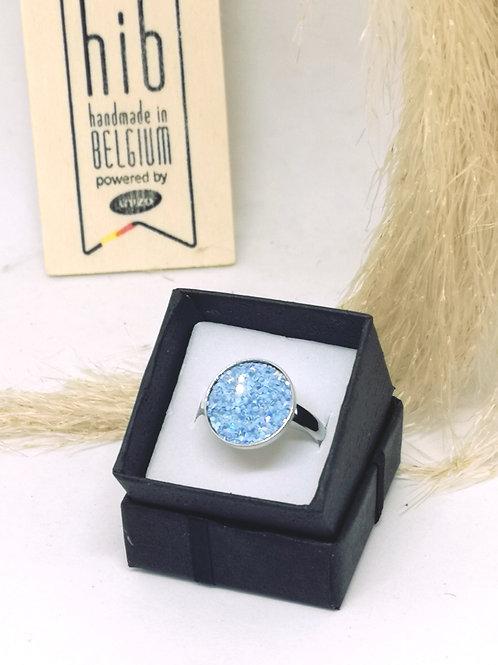 Ring ingelegd met blauwe glitter kunstleder N135