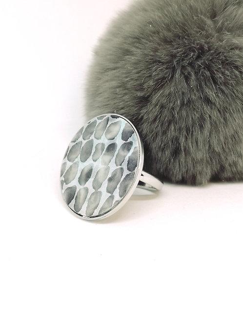"""Ring """"Chelsey"""" in rundsleder, met slangenprint. N118."""