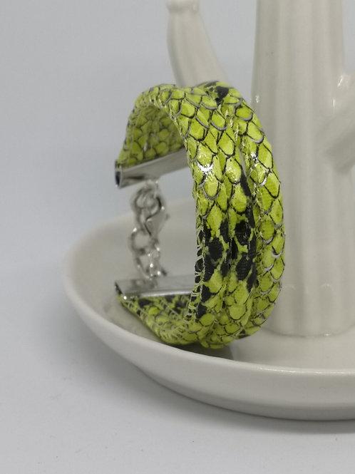 Armband in rundsleder, met fluo slangenprint. N05