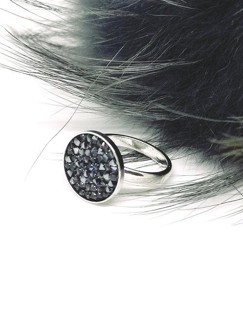 Ring in zwart met zilveren schaduw. Swarovski.N105.
