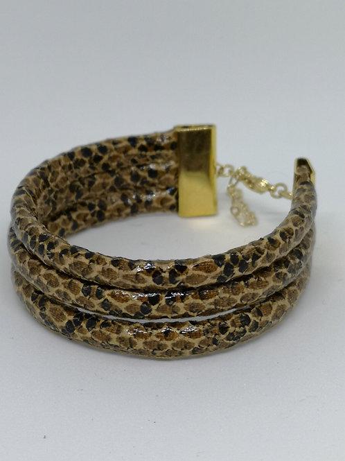 Armband in slangenprint met gouden accenten. M04