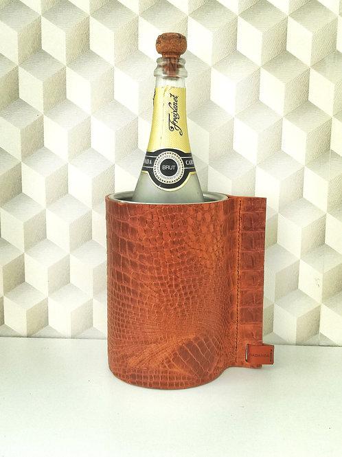 Wijnkoeler bekleed met cognac tuigleder met crocoprint. W2