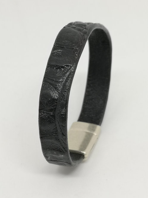 Heren armband in rundsleder, met zwart crocoprint. P12.