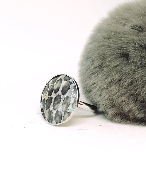 """Ring """"Chelsey"""", in rundsleder met slangenprint. N99."""