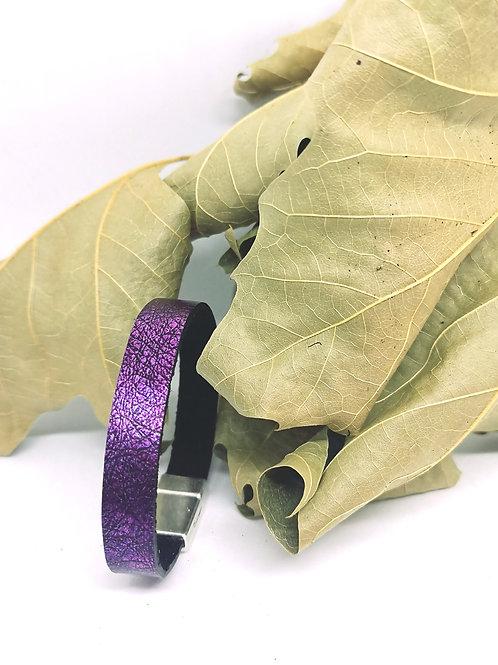 Armband in paars/zwart craquelé rundsleder N167