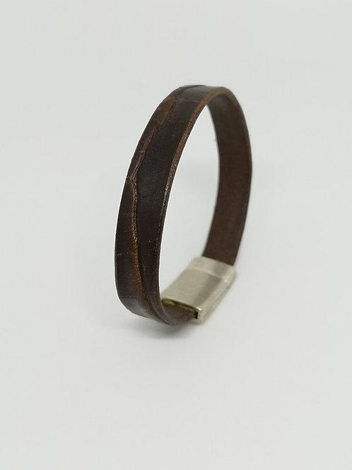 Heren armband in rundsleder, met bruine crocoprint. P11.