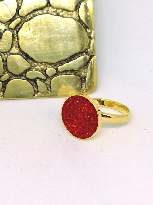 Ring ingelegd met rode swarovski steentjes. M630.