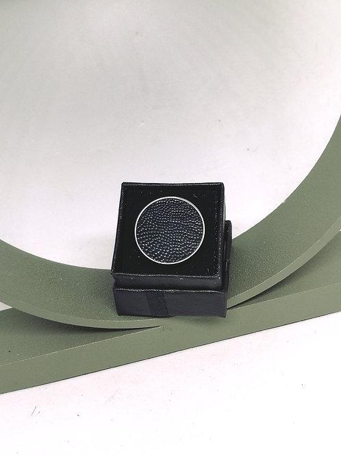 Ring ingelegd met donkergroene struisvogelpoot N175