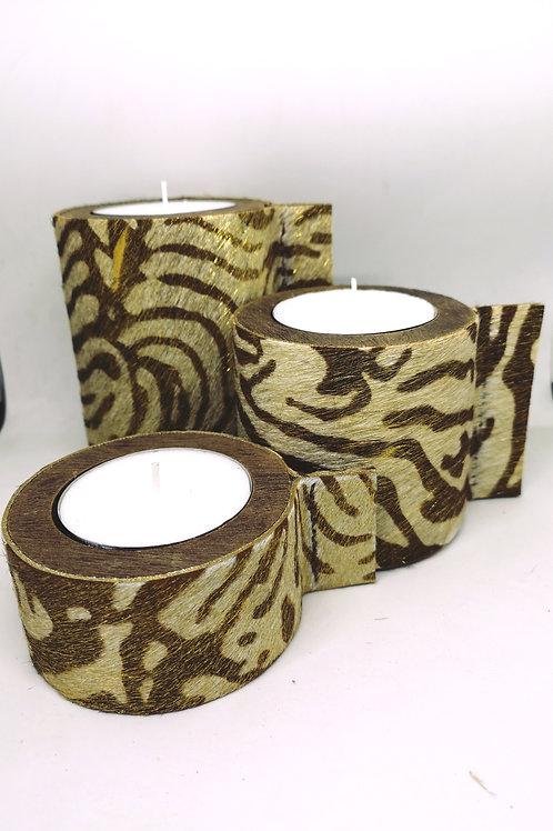 Trio kaarsen houder in hout bekleed met koeienhuid in gouden zebraprint D2