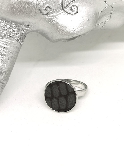 Ring in zwart / taupe rundsleder N388