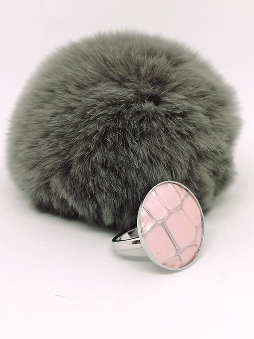 Ring in licht roze rundsleder met crocoprint . N204