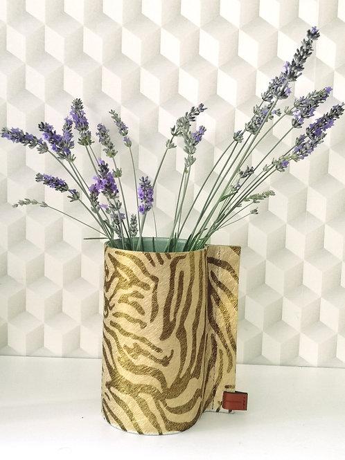Decoratieve vaas bekleed met koeienhuid in goud met zebra print C6
