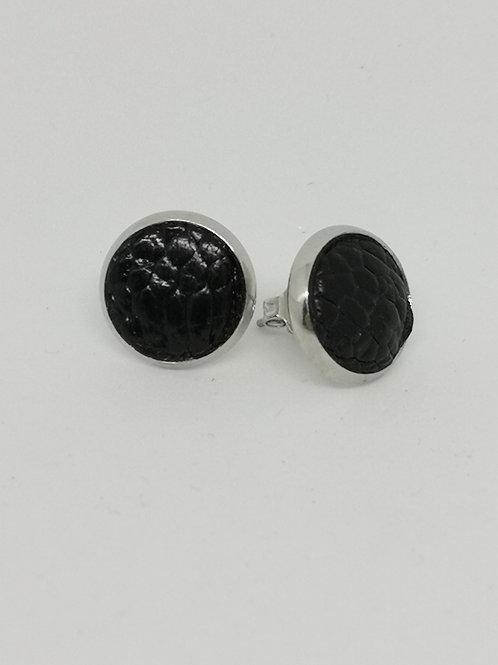 Oorbellen in zwarte struisvogelpoot. N663.