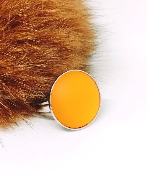 Ring ingelegd met een orange cabochon, N42