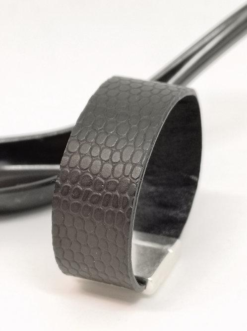 Armband in zwart rundsleer met slangenprint P15