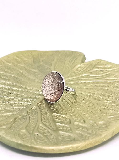 """Ring ingelegd met een hars cabochon """"vinted rose"""" N62"""