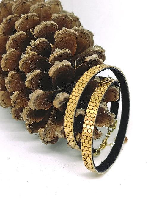 Dubbele armband in gouden fantasie print. M124