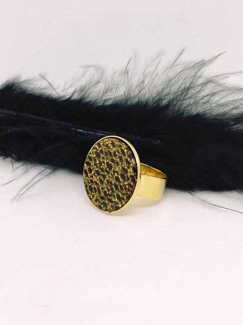 Ring ingelegd met kunstof cabochon. M504
