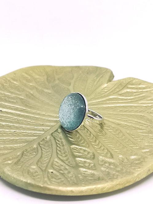 """Ring ingelegd met een hars cabochon """"bleu lagoon"""" N63"""
