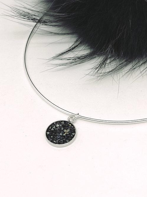 Halsketting zwart met zilveren schaduw, swarovski. N32.