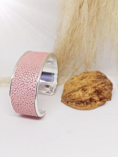 Armband in roze rundsleder met roggenprint N178