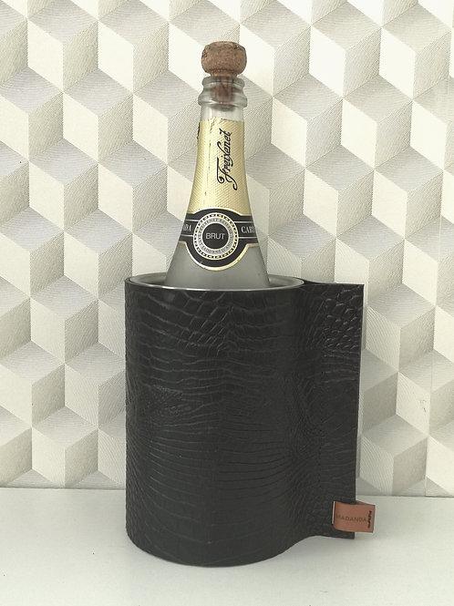 Wijnkoeler in zwart tuigleder met crocoprint . W1