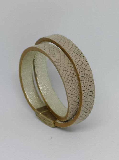 Armband in rundsleder, beige slangenprint. O101