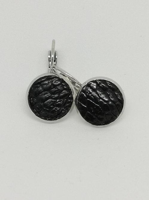 Oorbellen in zwarte struisvogelpoot. N662.