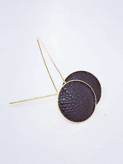 Oorbel uit zwart leder. M12