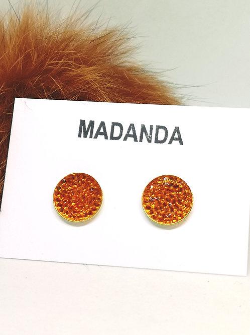 Oorbellen ingelegd met orange swarovski steentjes. M652