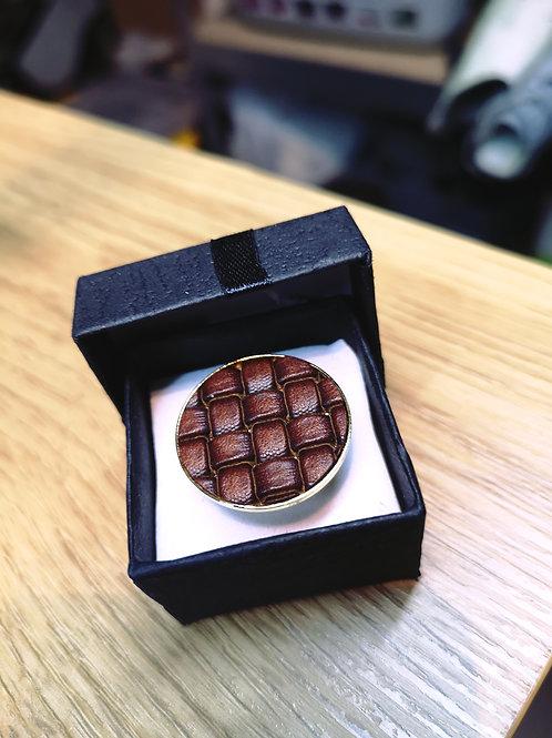 Ring met uniek bruin geweven rundsleder M118