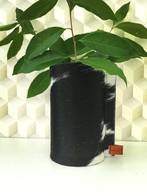 Decoratieve vaas bekleed met wit zwarte koeienhuid C1