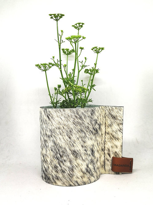 Decoratieve multifunctioneel glazenpotje bekleed met bonte koeienhuid B4